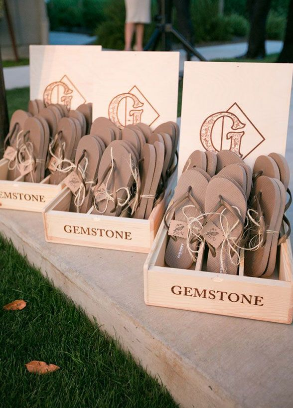 Give The Gift Of Summer Style Accessorize Your Guests With Gifts They Ll Use All Season Long Wedding Favors Ideas