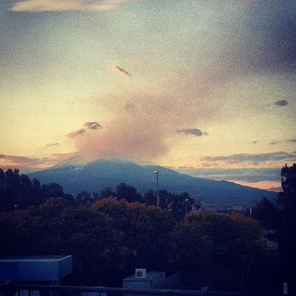 My volcano. #etna #eruption #catania #sicily #sicilia #travel #byebye #sunset #igerscatania #instatravel #instasun