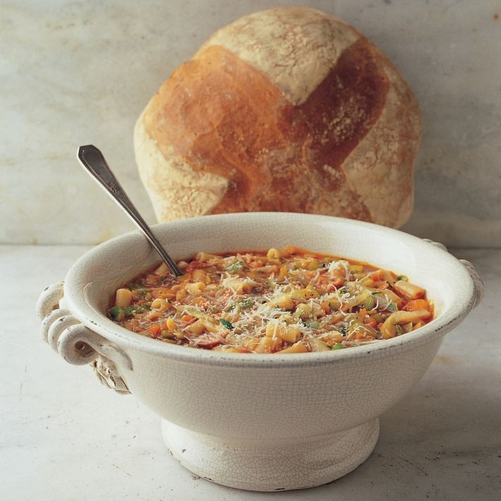 Soup minestrone with macaroni