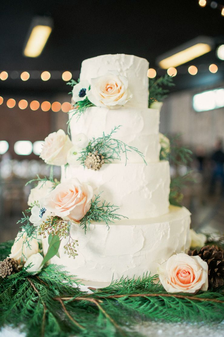 Winter Wedding Cake | fabmood.com