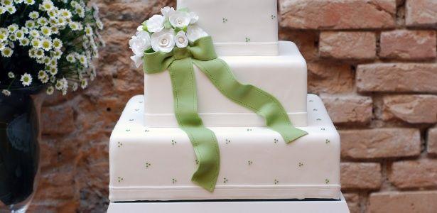 Chefs de confeitaria mostram 50 exuberantes bolos de casamento