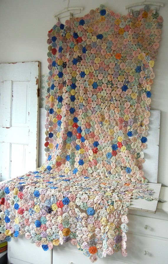 Vintage Feedsack Fabric Yo Yo Quilt Over 1000 By Peppermintbark Yo Yo Quilt Beautiful Quilts Vintage Quilts