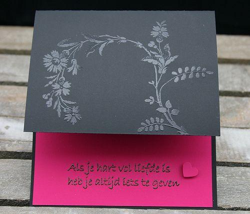 materiaal : chromatico mat papier, versamark, versafine, clear embossingpoeder, geponst hartje, stempel positioner.  Voor dit kaartje heb ...