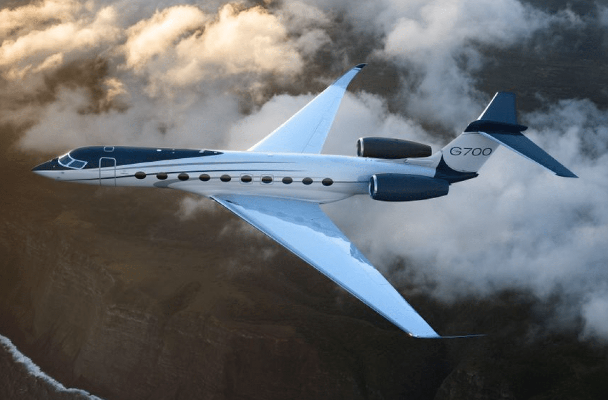Big And Small Aircraft Most Popular With Private Jet Buyers Private Jet Luxury Private Jets Luxury Jets