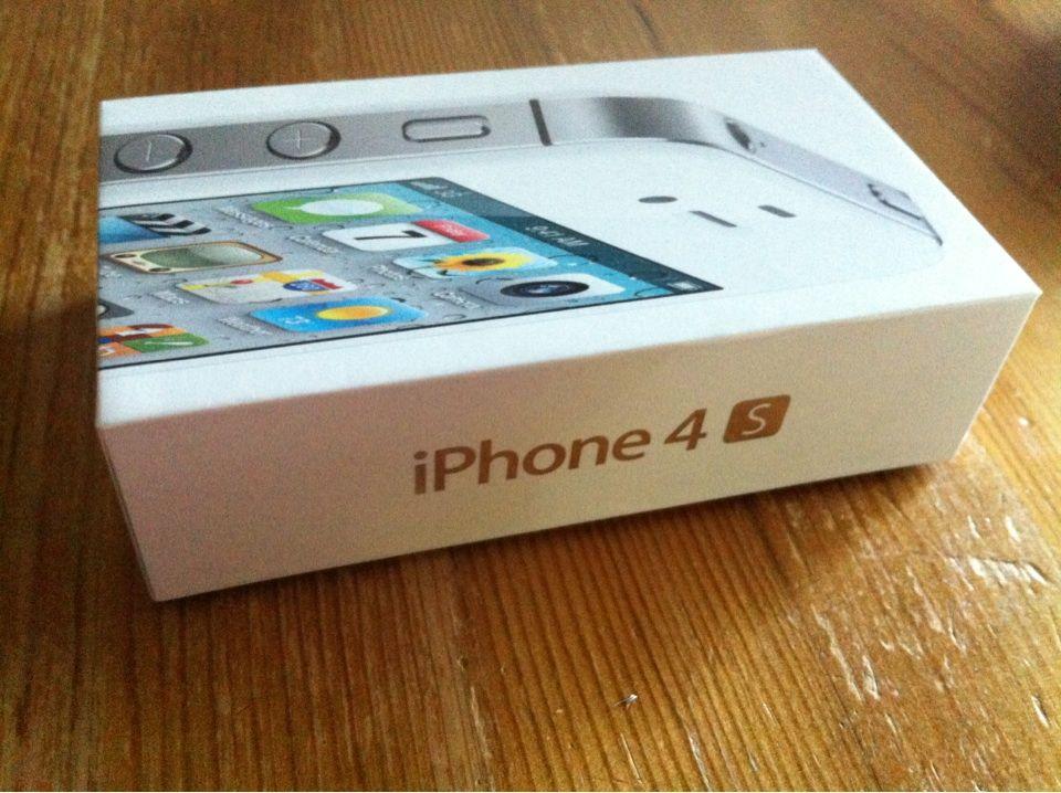 iPhone 4S  Neues iPhone 4s 16 GB in weiss mit D1 Simlock 1 Tag alt und natürlich Werksgarantie. Hab auf beide Seiten Folie geklebt.