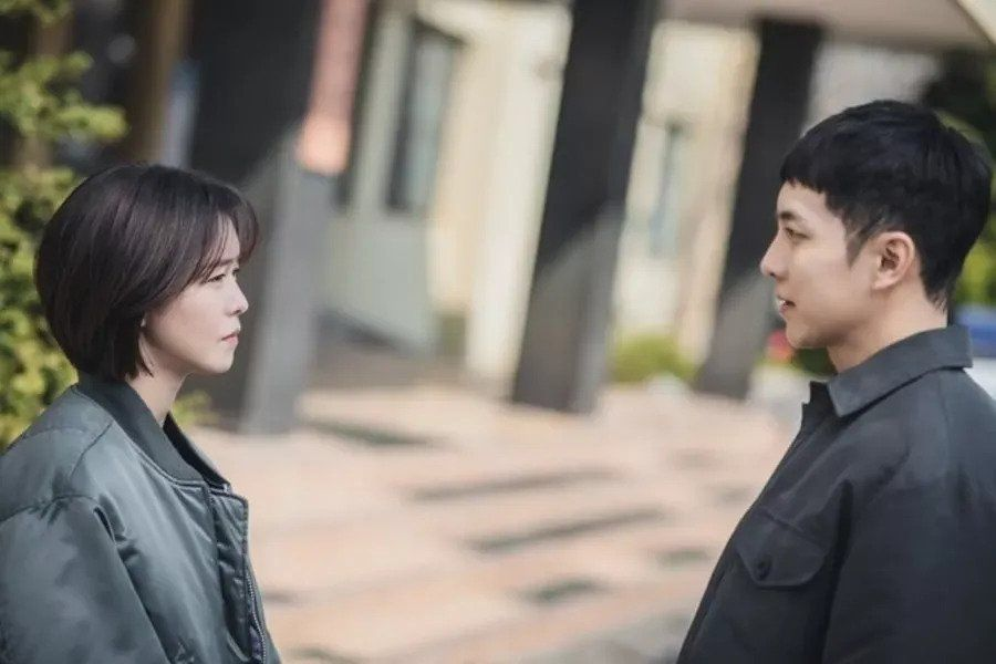 "Lee Seung Gi And Kyung Soo Jin Engage In An Awkward Conversation In ""Mouse"""