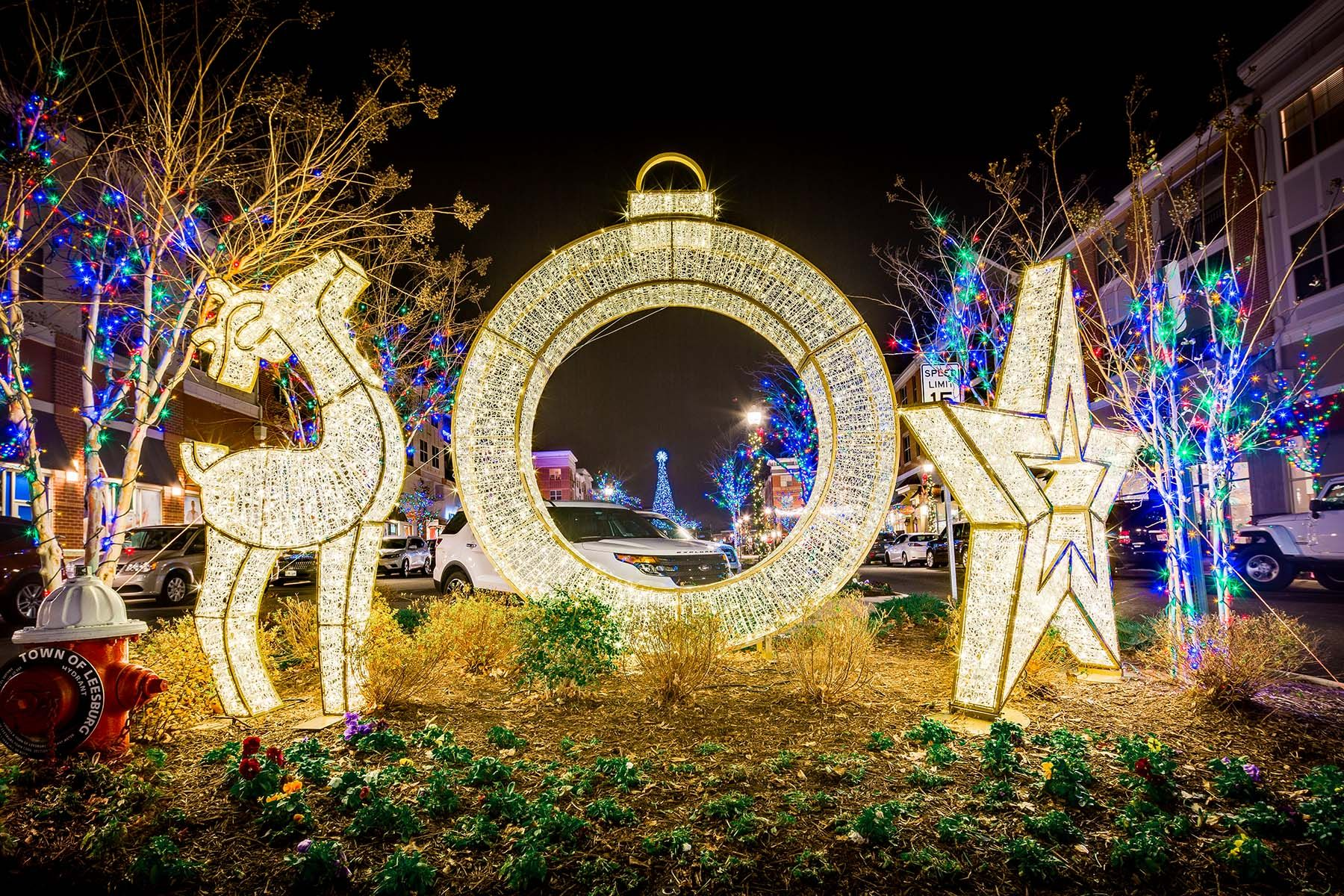 Decorate Your City S Parks Lifestyle Centers And Properties Wi Outside Christmas Decorations Commercial Christmas Decorations Outdoor Christmas Light Displays