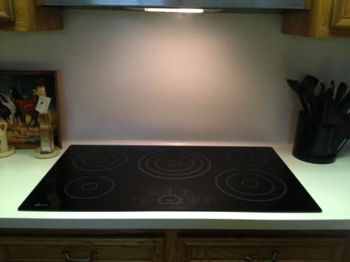 Lg Electronics 36 In Smooth Surface Electric Cooktop In Black