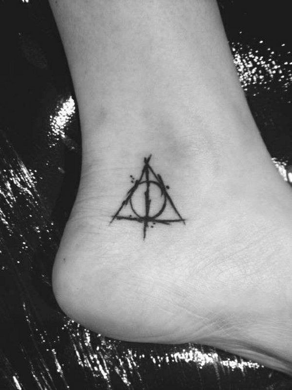 1001 Tattoo Fuss Ideen Stilvoll Im Trend Bleiben Harry Potter Tattoos Tattoo Fuss Tattoos Fuss