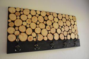 Garderobe aus Holz-Scheiben