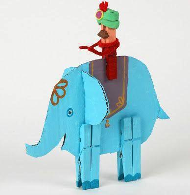 elefante de papelão e pregadores