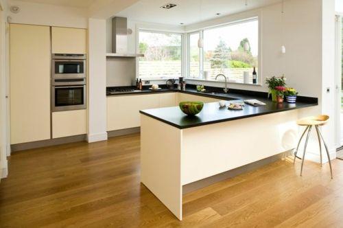 Attraktiv U Form Küche Parkett Aus Eichenholz Und Schrankfronten In Creme