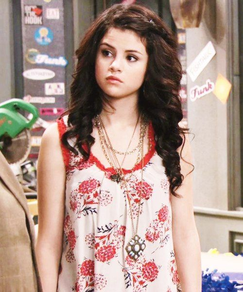Selena Gomez As Alex Russo In Wizards Of Waverly Place Selena Gomez Cute Selena Gomez Hair Selena Gomez Pictures