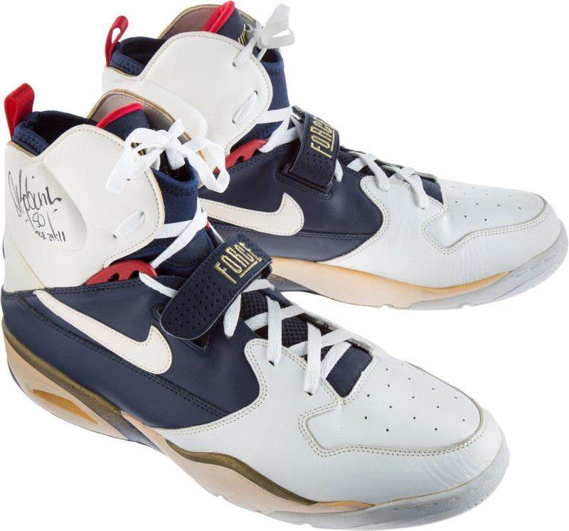 DRob dream-team-sneaker-auction-david-robinson-nike-air