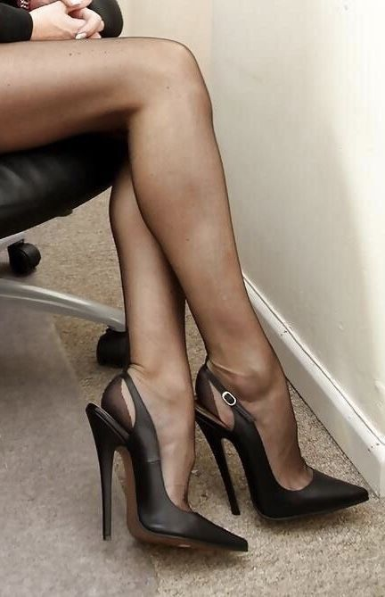 Share Sexy legs in stockings and heels