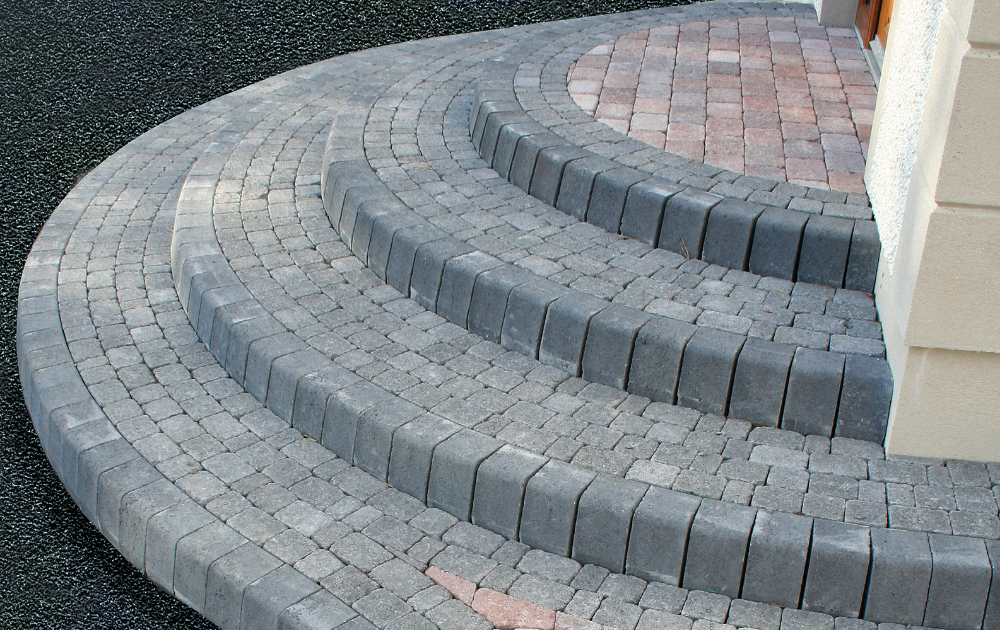 STEPS SILVER GREY CAN DELIVER STUNNING BULNOSE  GRANITE KERBS EDGING