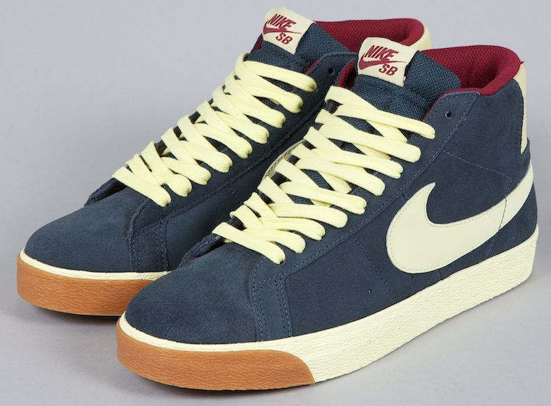 Nike SB Blazer Classic Charcoal/Halo-Team Red