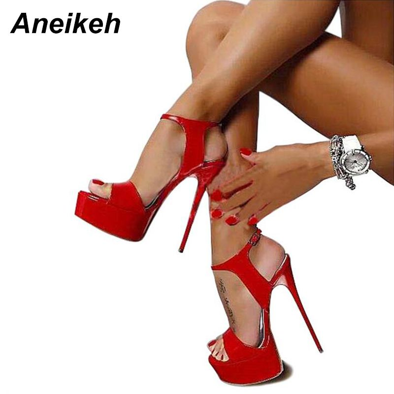 Pin su Heels, Boots & Beyond ♡