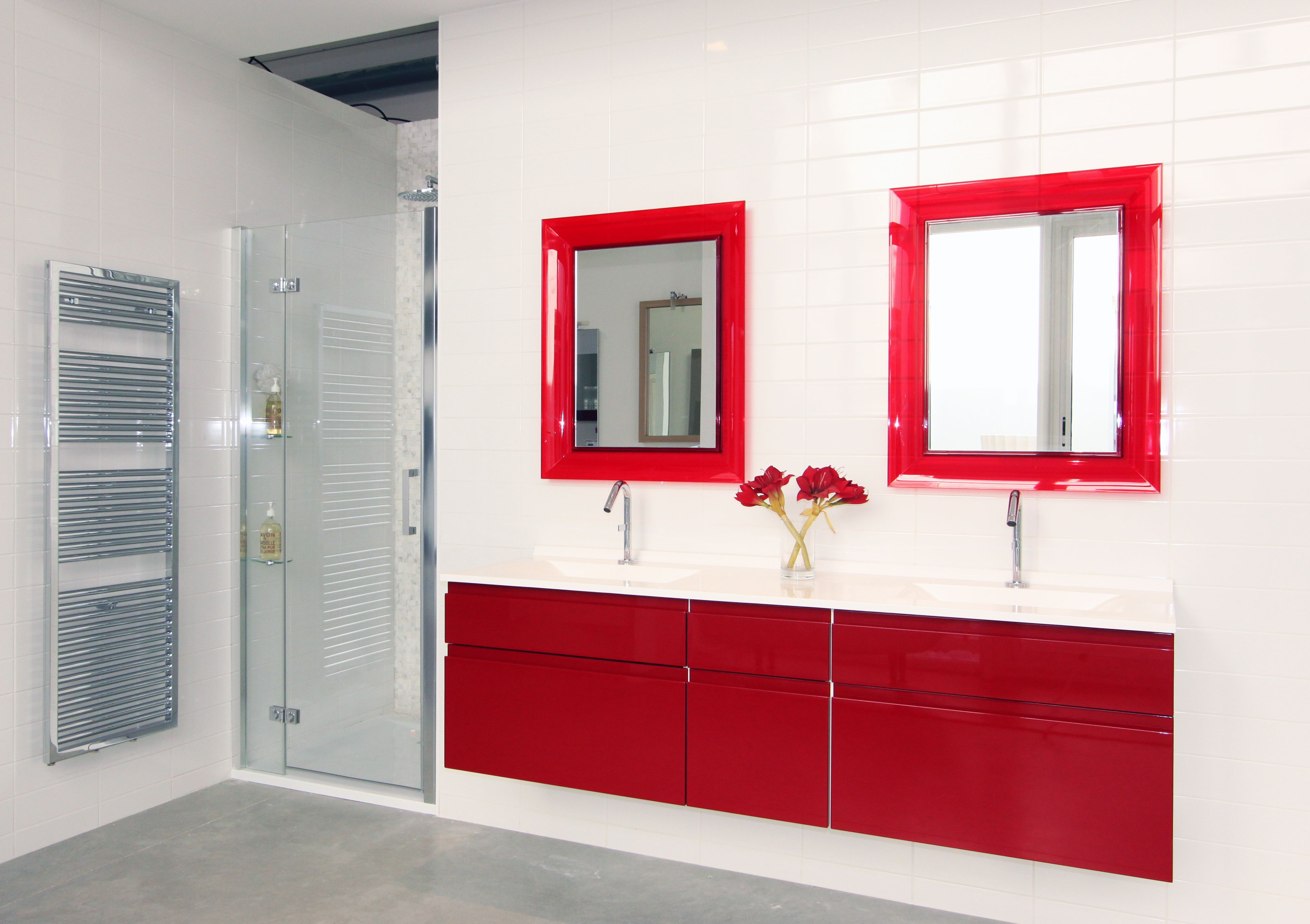 Salle de bains design moderne Bordeau brillant fabrimeuble. fabriqué ...