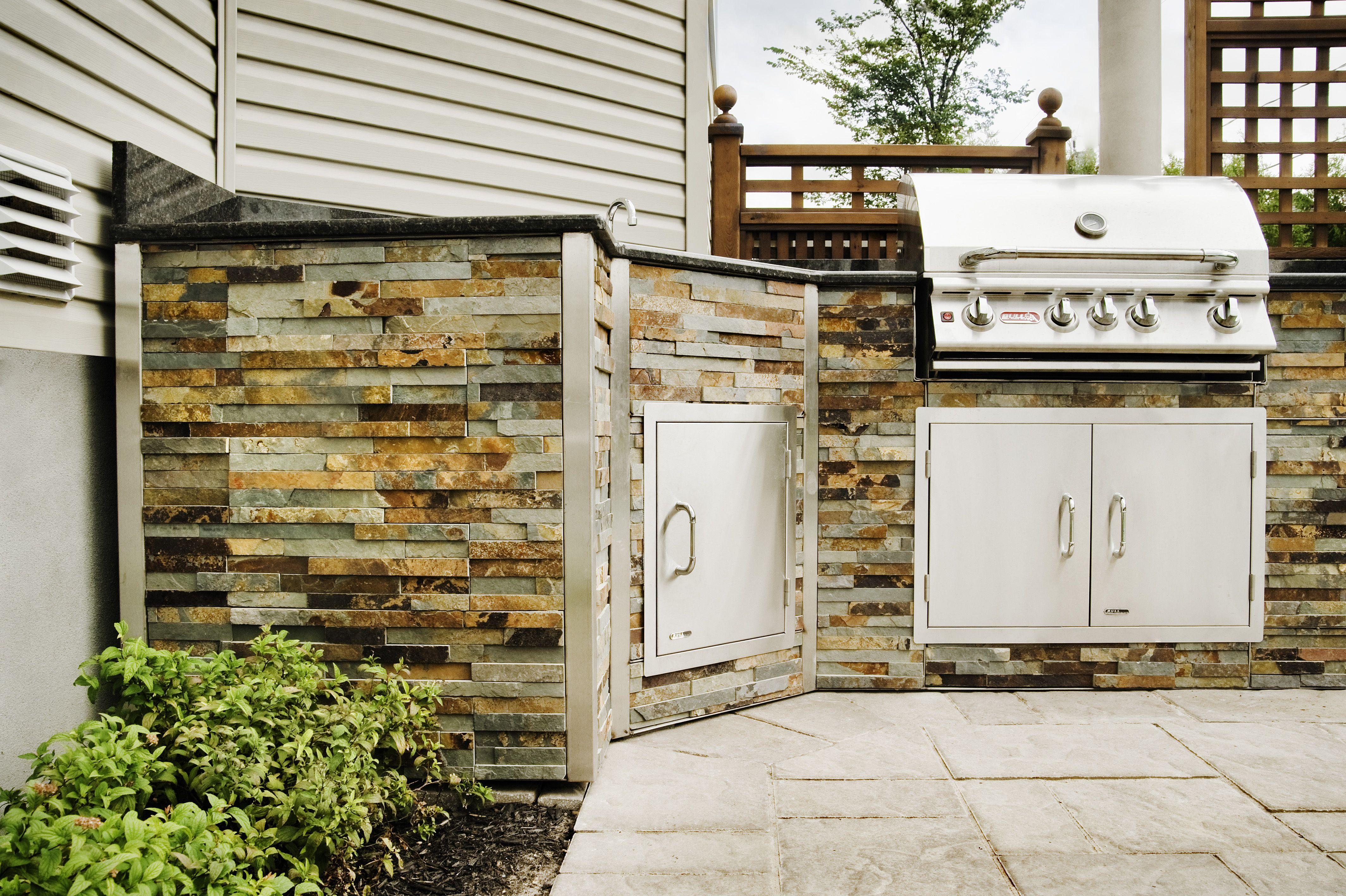 Cuisine Exterieure En Pierre cuisine extérieure en pierre avec bbq en acier inoxydable