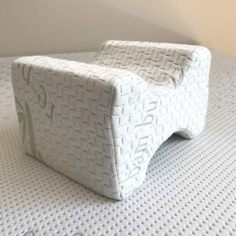 Betterrest Knee Spacer With Memory Foam This Simple Knee Or Leg Pillow Spacer When Gently Positioned Between Your Knees For Sleep Comfort Reduces The Cojines