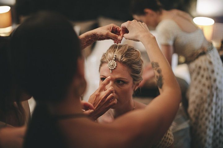 Bride's getting ready #weddingphoto #bridephoto #weddingday #fabmood