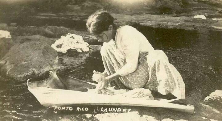 Lavando la ropa en el rio