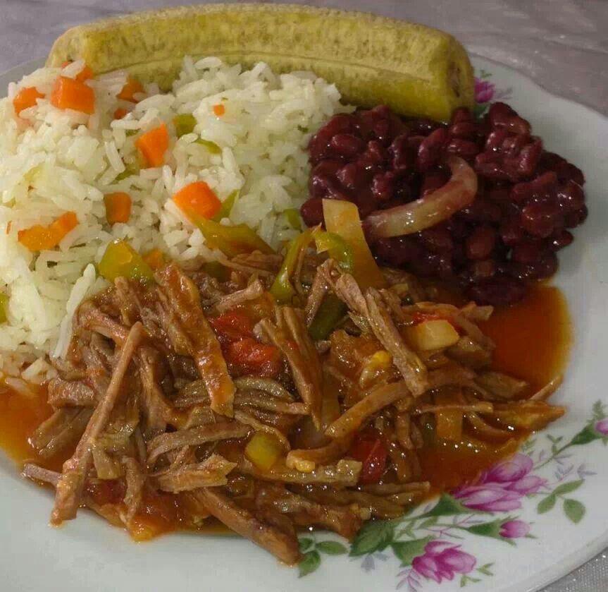carne desmenuzada frijoles arroz y pl225tano cocido