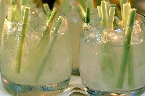 Propiedades De Té De Limoncillo Remedios Para El Alma Lemon Grass Tea Benefits Lemongrass Tea Lemon Grass