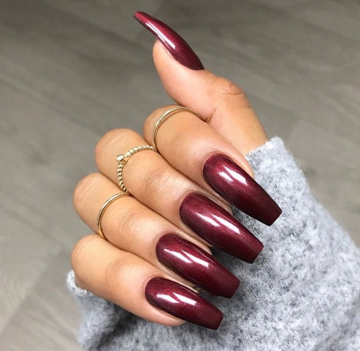 Burgundy Wine Nail Color Long Square Coffin Acrylic Nails Shimmer Nail Art And Nail Design Gold Rings Nail Ideas Wine Nails Trendy Nails Nail Shimmer