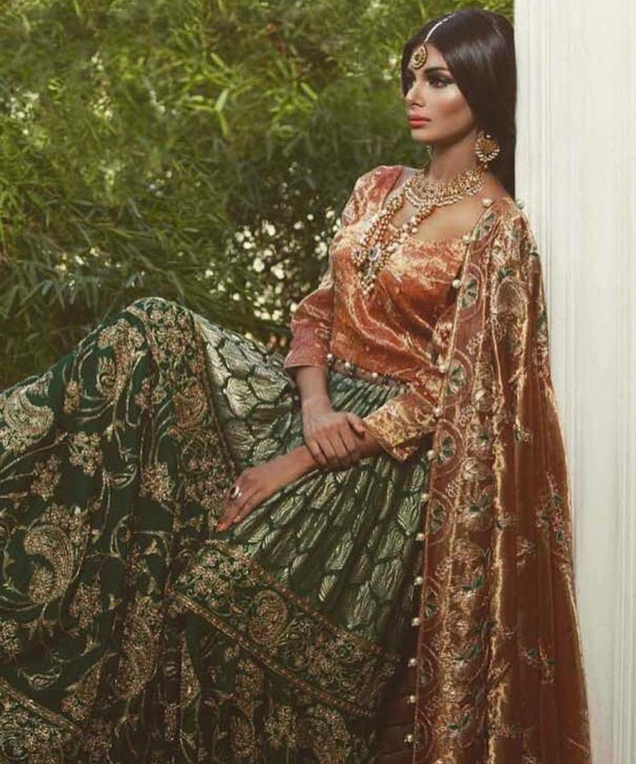 Épinglé sur Traditional Dresses