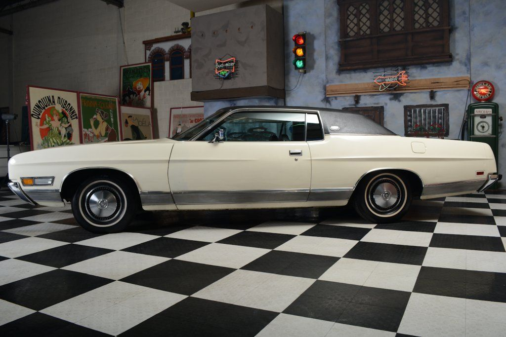 1971 Ford Ltd 2 Door Hardtop Coupe In Wimbledon White With Black Vinyl Top Ford Ltd Ford America Ford Galaxie