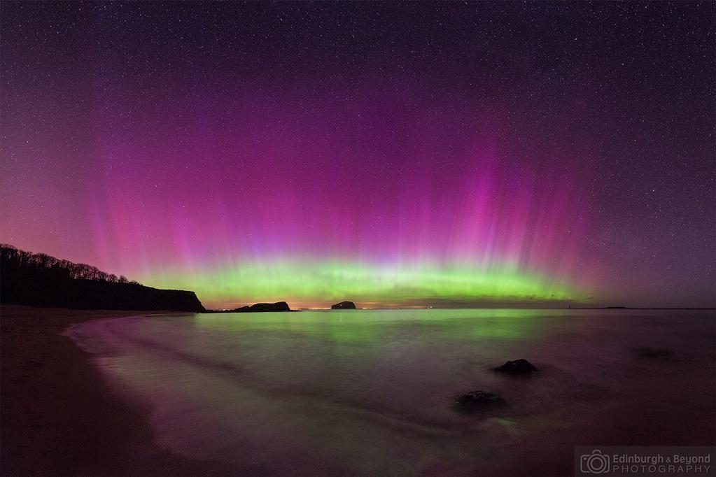 My best #aurora so far - #NorthBerwick in April. #Edinburgh #edinphoto #brillirantmoments #stormhour @LothianASTRO