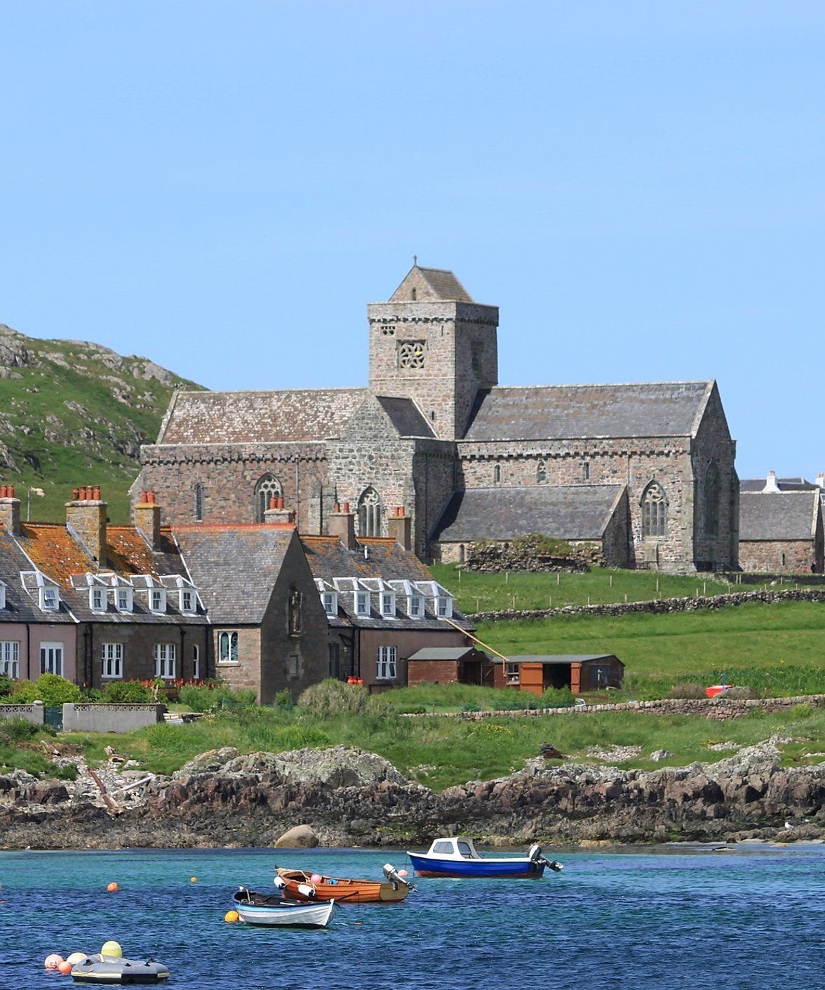 how to get to iona scotland
