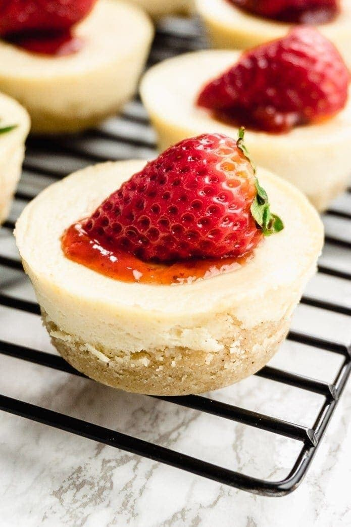 These keto low-carb mini cheesecake bites are my favorite keto-friendly dessert. Delicious and easy to make! Try these single-serving keto cheesecakes! #Easy Recipes low carb Keto Mini Cheesecake Bites - Quick and Easy Recipe!