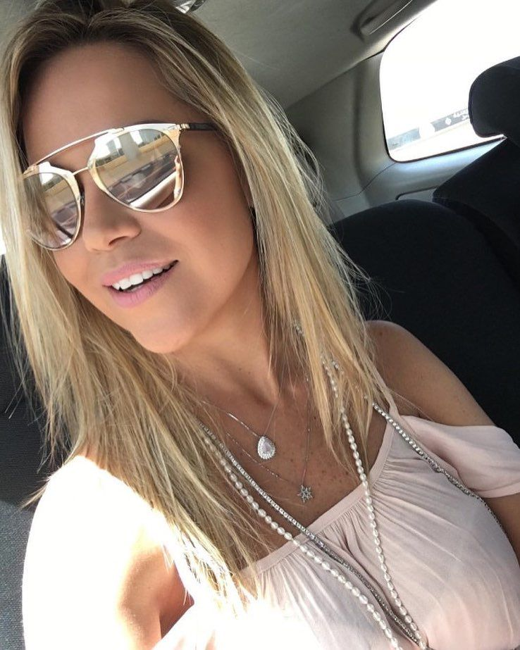 Os óculos espelhados são sempre uma boa pedida para aquele dia de sol!   dior  reflected  oticaswanny  dani cardoso  look  domingo 745d4b95c2