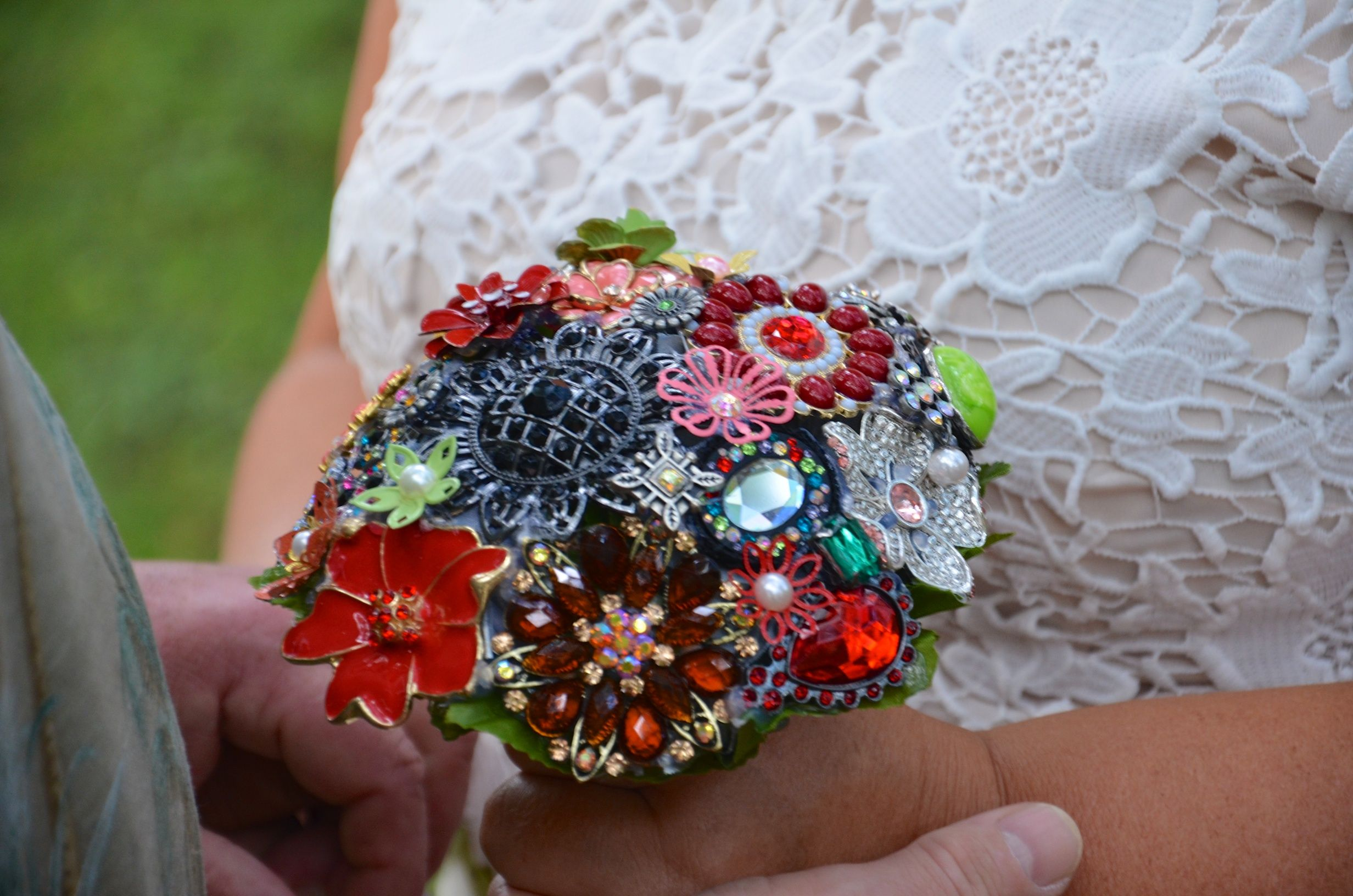 perfect keepsake from the wedding... brooch #bridal #bouquet