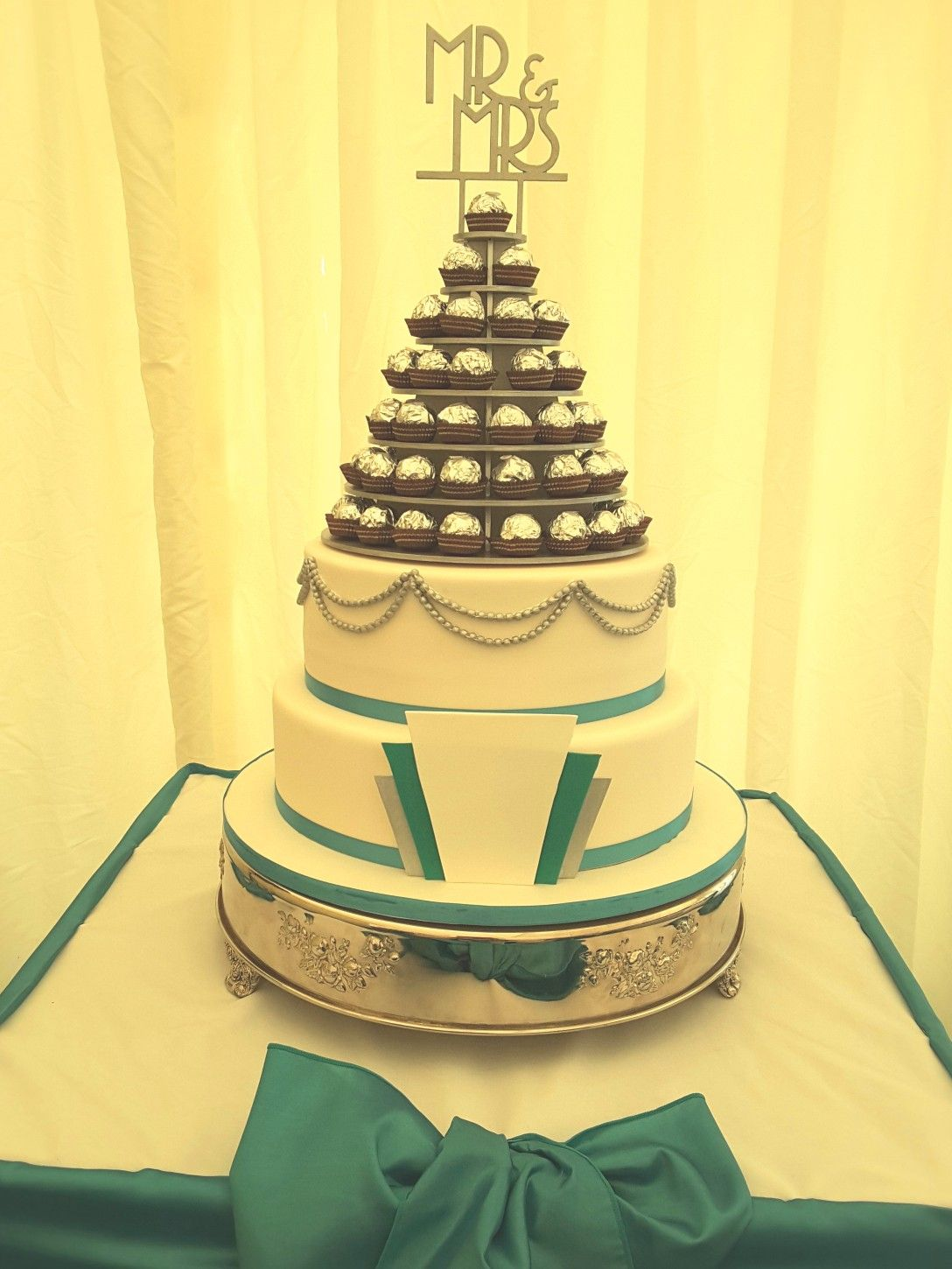Art deco wedding cake with teal and white and silver fan cakes i