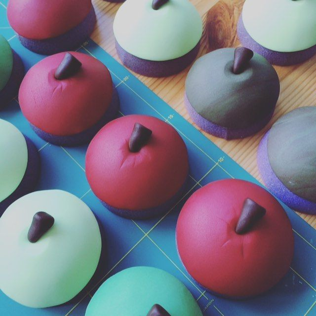 Apples for the teacher.... This year's cupcake toppers for the end of term....  #teachergifts #apples #thankyou #reallyyummycakes #cakedesigner #bespokecakes #hampshirecakes #winchestercakes #cakes #winchester #hampshire #designercakes #designinspiration #designprocess #ryfb