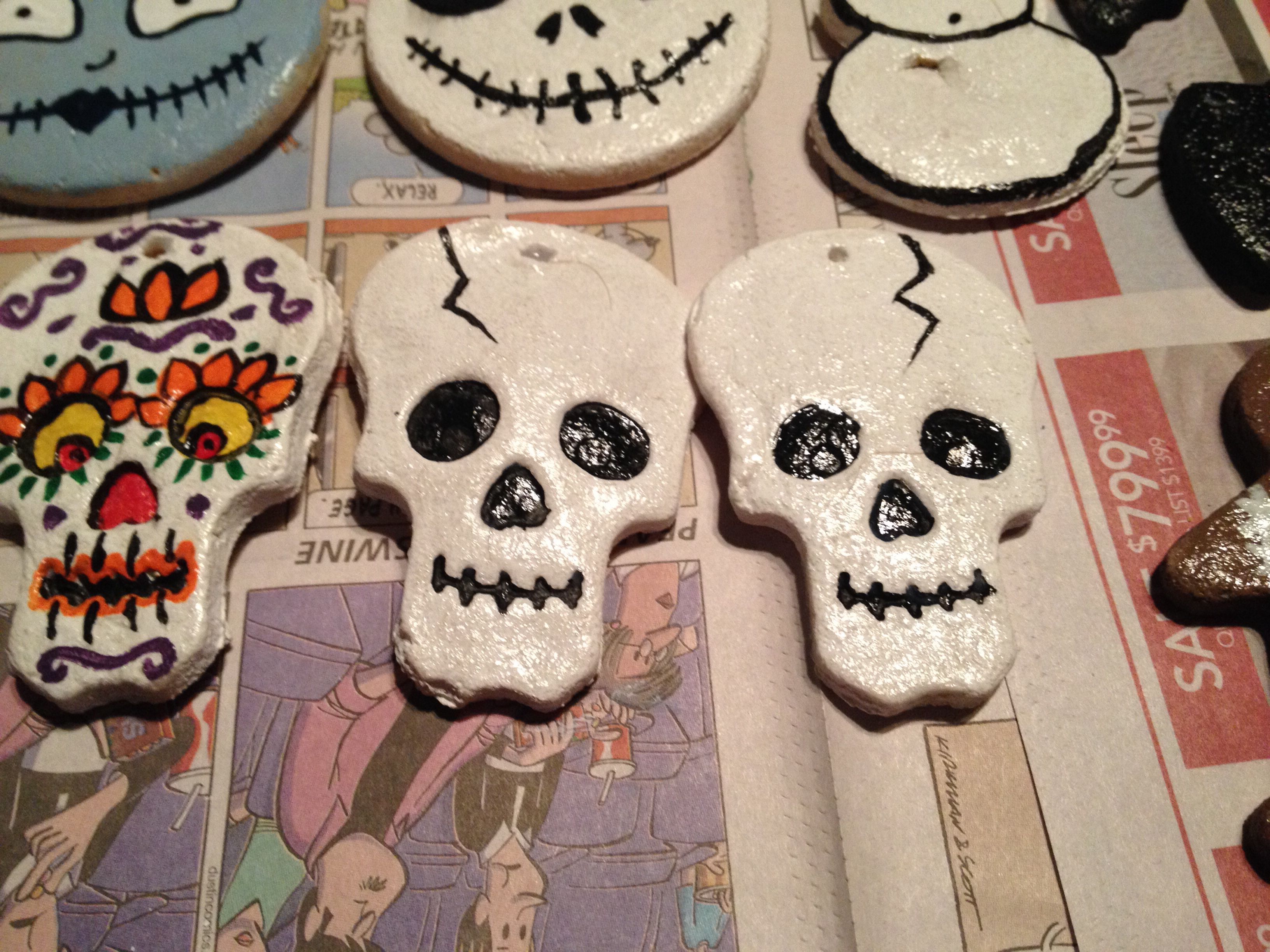 Hand Painted Skull Salt Dough Ornaments Activite Manuelle Halloween Creativite Halloween