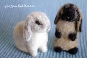 Needle felted bunnies for Alice by SaniAmaniCrafts #needlefeltedbunny