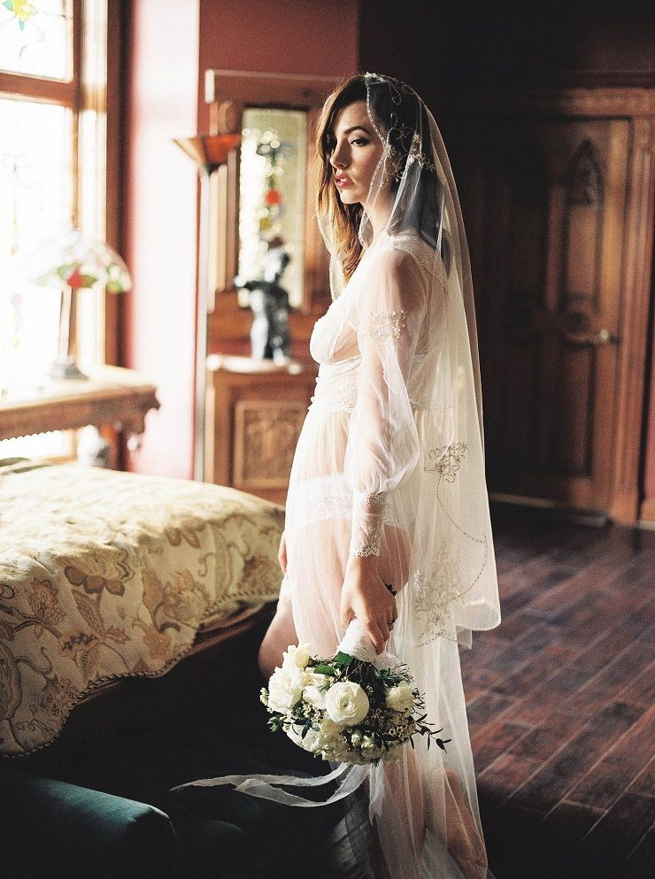 Bridal Boudoir | Bridal inspiration shoot at old world castle | itakeyou.co.uk