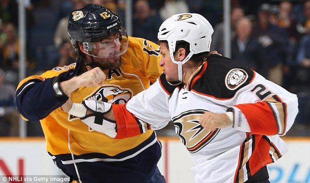 Carrie Underwood S Hockey Hubby Husband Knocks Teeth From Rival Carrie Underwood Husband Carrie Underwood Hockey