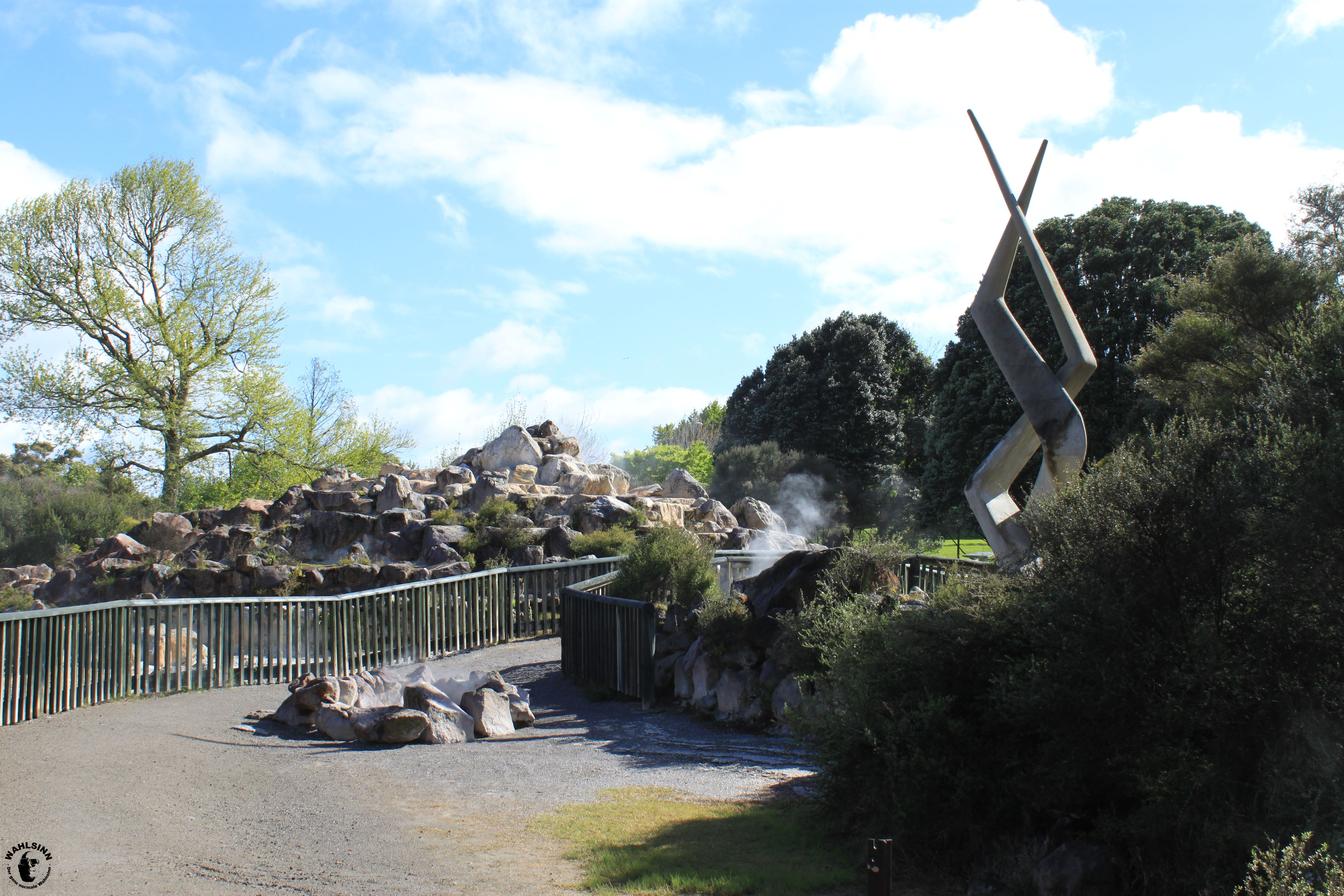 Rotorua (Neuseeland) - Ein Parl voller Löcher aus denen Erdwärme austritt