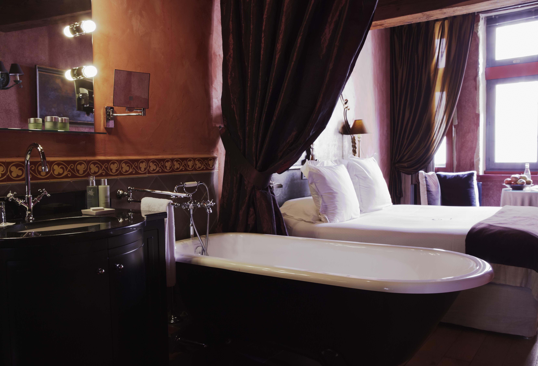 Chambre Supérieure - Hotel romantique 5 étoiles Lyon - Cour des ...