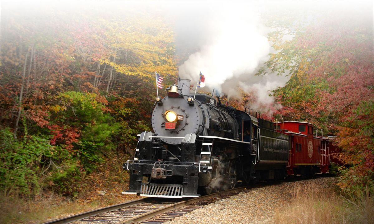 Scenic Train Rides Bryson City Nc Polar Express Steam Excursions Scenic Train Rides Smoky Mountains Great Smoky Mountains