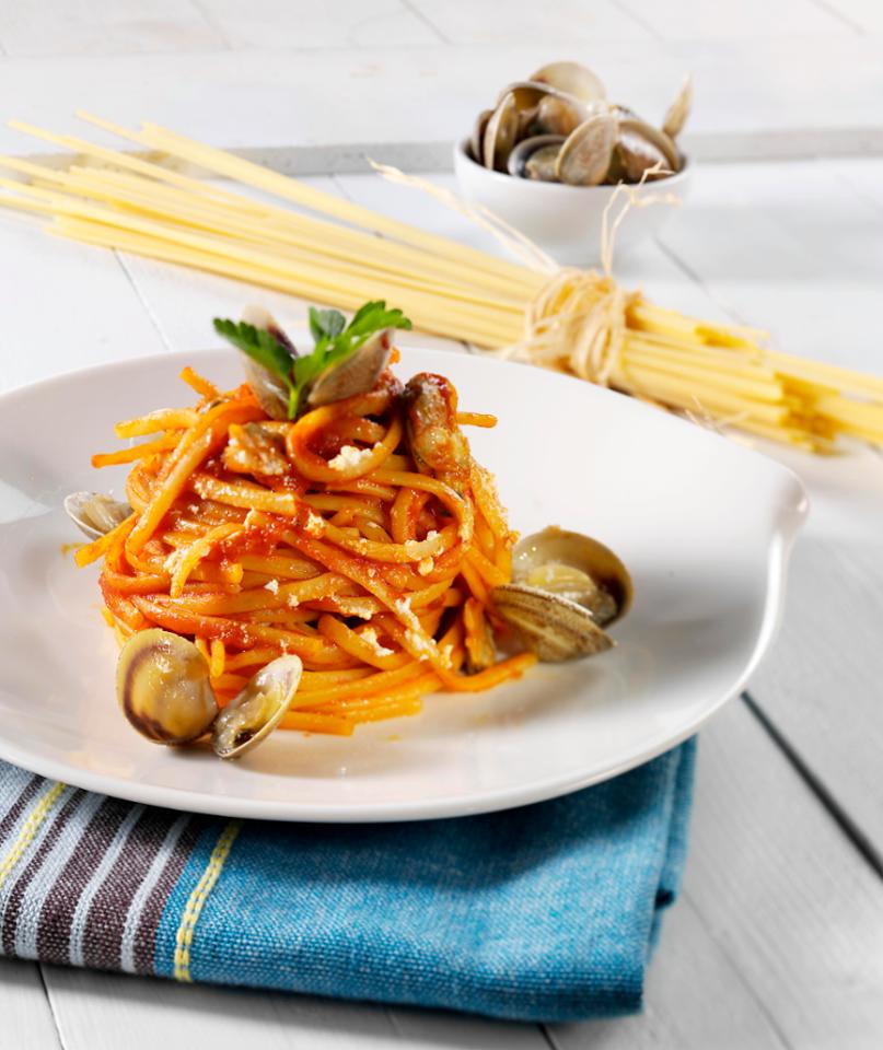 spaghetti, tomato and clams