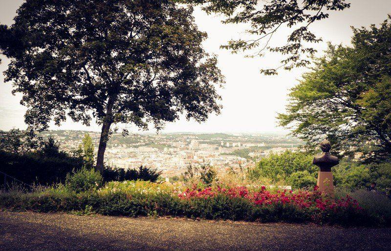 Der Santiago de Chile Platz in Stuttgart ist ein kleiner Park mit ...