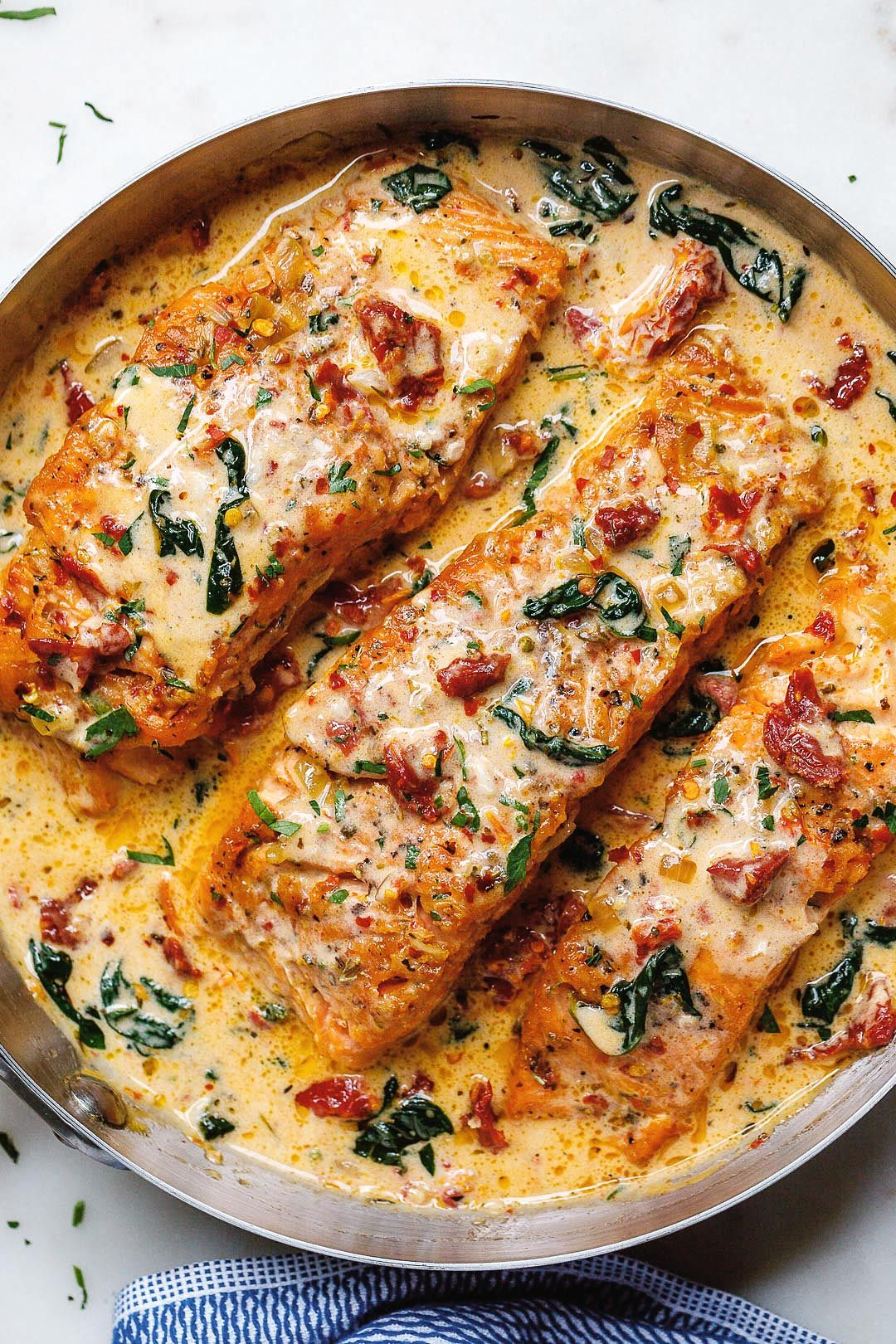 Creamy Garlic Tuscan Salmon With Spinach and Sun-Dried Tomatoes #salmonrecipes