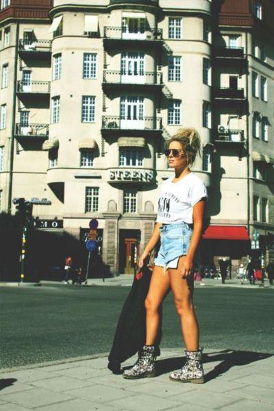 90's grunge girl. love those shorts
